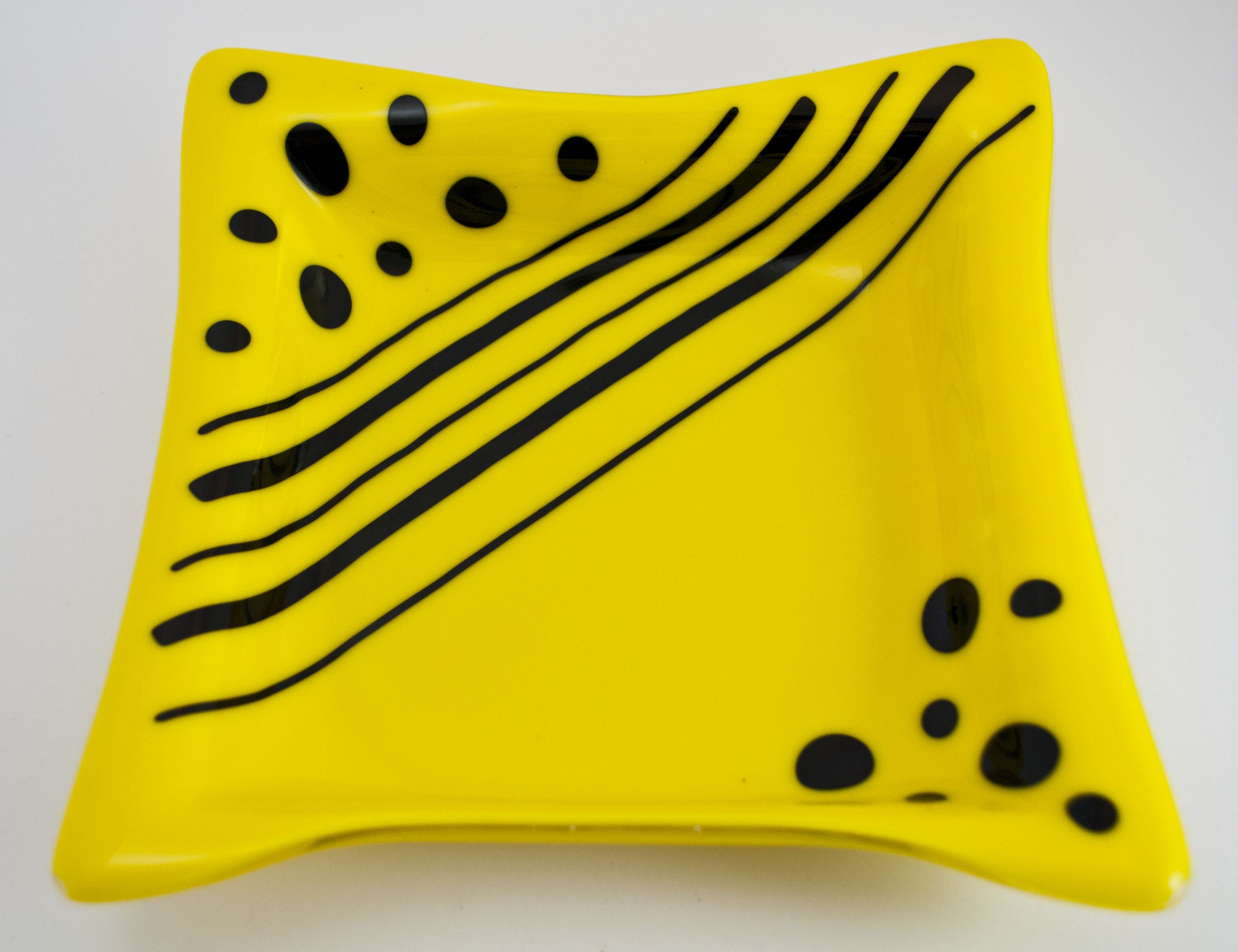 Yellow dish with black dots stripes