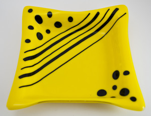 Thumb yellow dish with black dots stripes